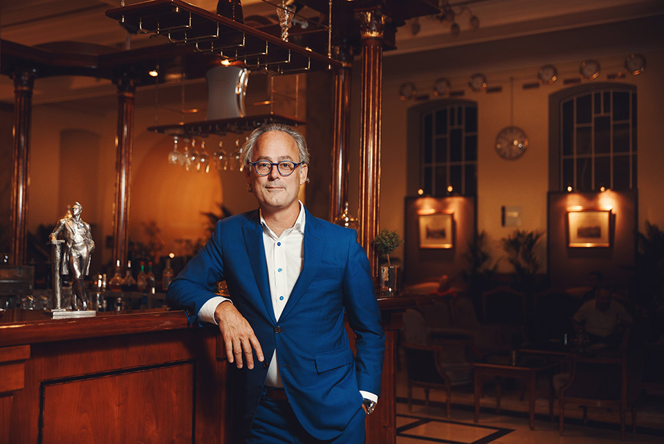 The author Amor Towles at the bar of the Metropol Hotel