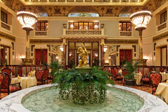 The grand dining room of the Metropol